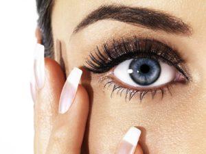 eye-woman-nails